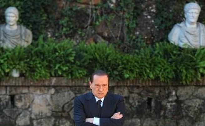 Берлускони няма да подава оставка заради