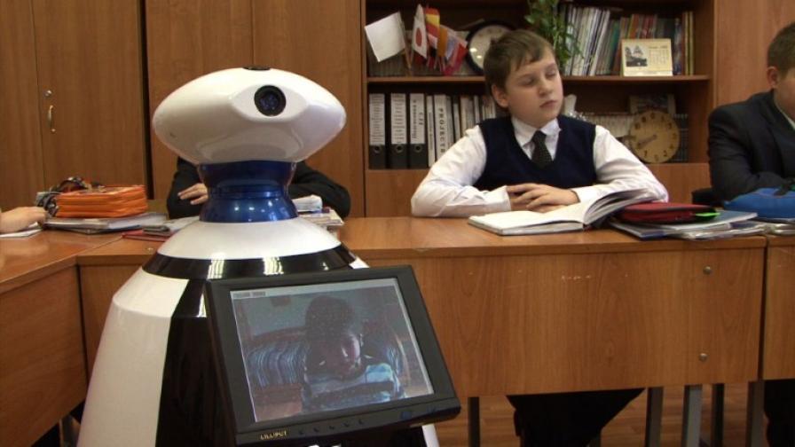 """Болно дете """"ходи"""" на училище чрез робот"""