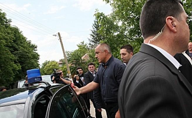 Кортежът на Борисов предизвика пътен инцидент