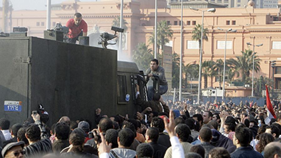 Трима души загинаха на протести срещу Хосни Мубарак