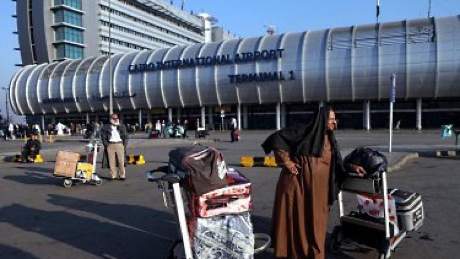 Пращат правителствения самолет в Кайро
