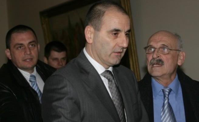Сини и червени искат оставката на Цветанов