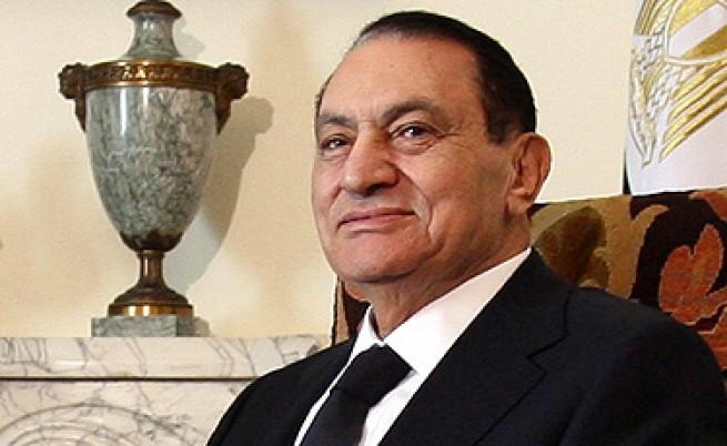 Мубарак протакал оставката, за да си скрие парите