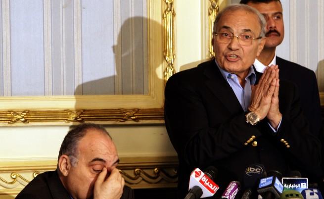 Цивилна власт в Египет до шест месеца