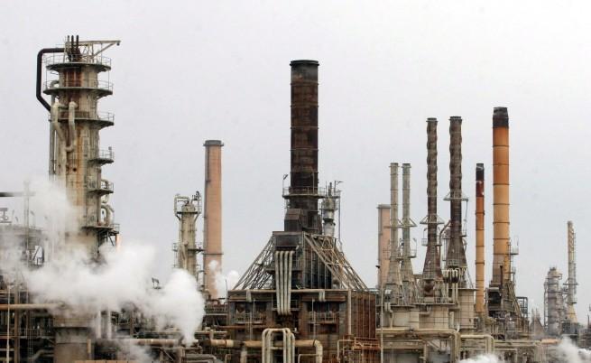 Терористи спряха най-голямата рафинерия в Ирак
