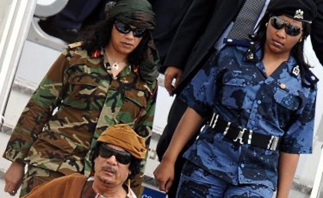Дори медицинската сестра на Кадафи избяга от него