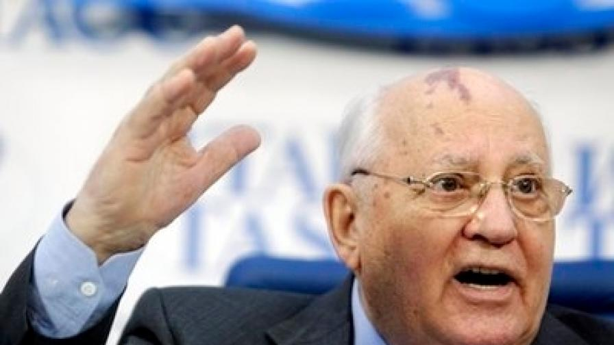 На пресконференвция в Москва на 21 февруари 2011 г. Михаил Горбачов критикува политиката на Владимир Путин и неговото протеже Дмитрий Медведев заради опити да нарушат Конституцията
