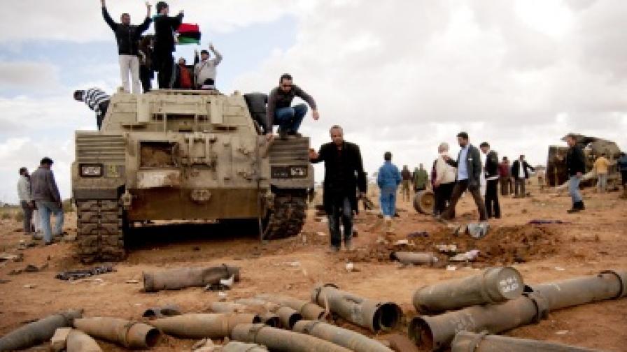 Либийските бунтовници напредват