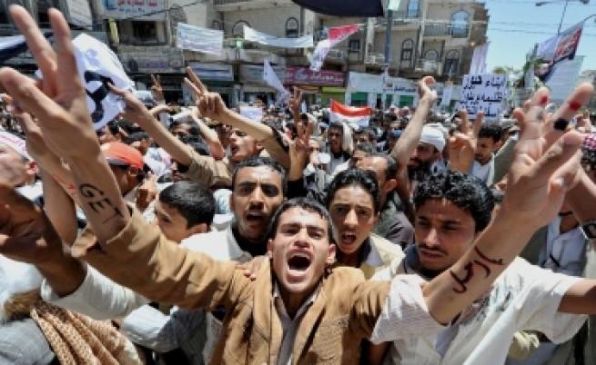 15 убити и десетки ранени на протести в Йемен