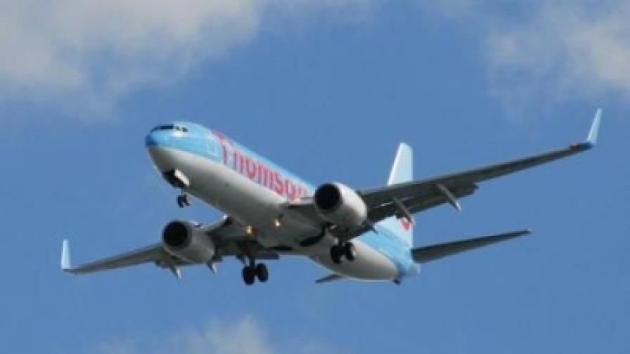 Самолет кацна в Атина след бомбена заплаха