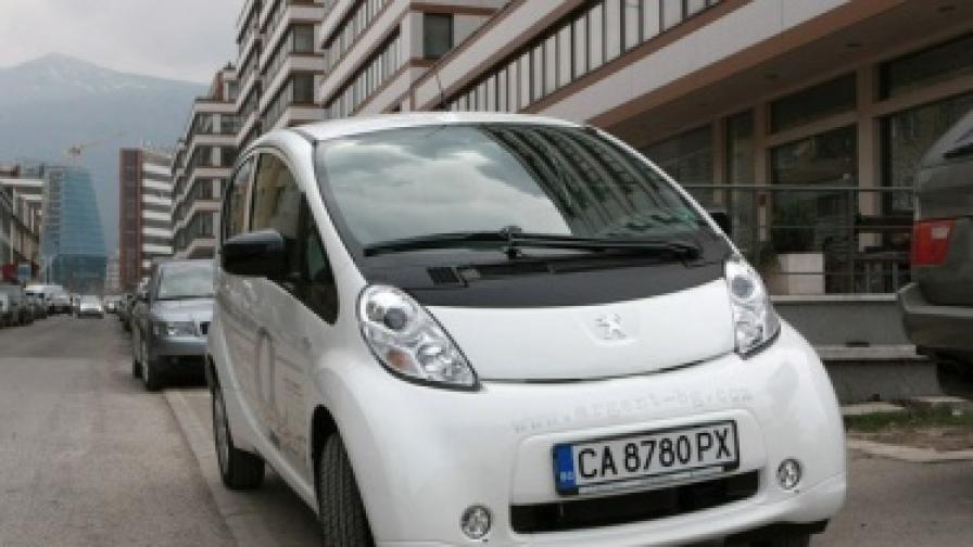 Първите три електромобила по улиците на София