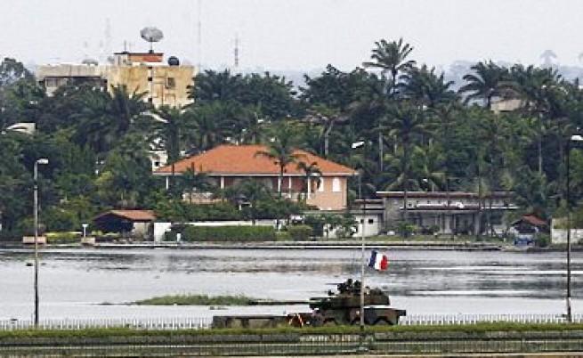 В Кот д'Ивоар спасяват посланик като на филм