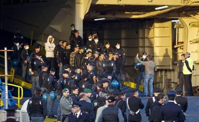 Сама ли е Италия в борбата с притока на нелегалните имигранти от Северна Африка?