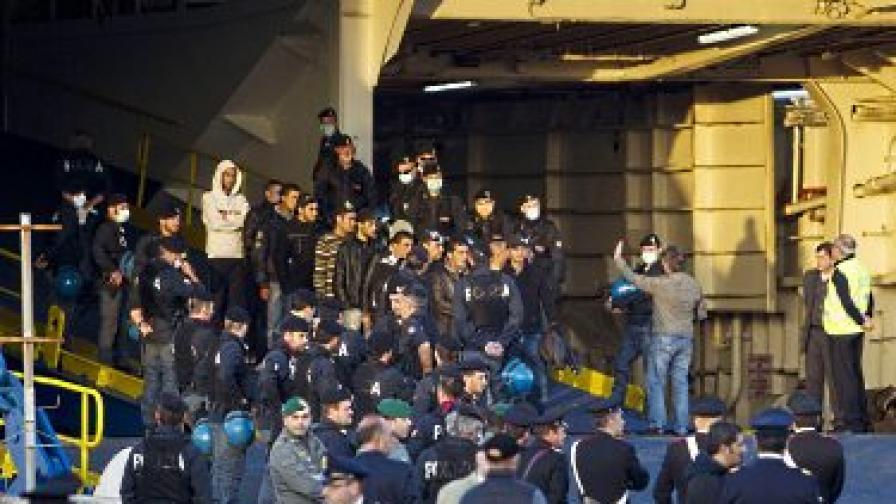 Италия се оплаква, че мигрантския поток към пределите й не стихва