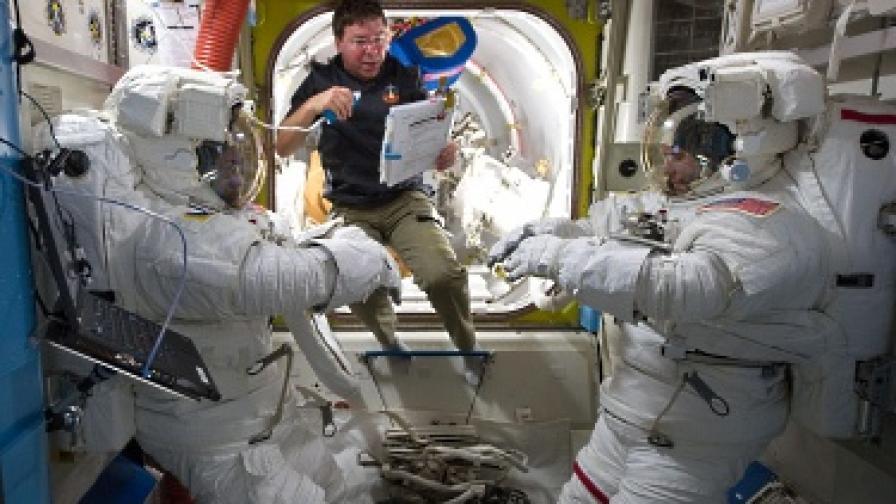 Секс в космоса? Възможен с халат