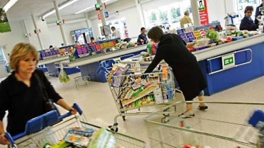 Вдигат се цените на храните, а на дрехите падат