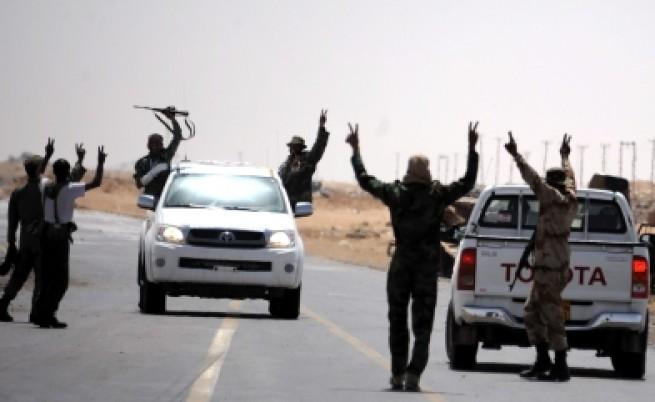 Кадафи насилва 15-годишни да се бият за него