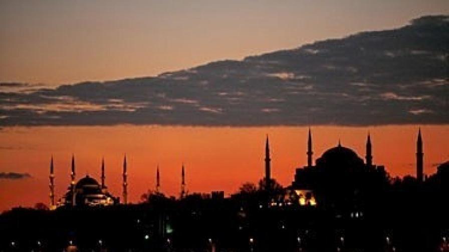 Истанбул може да бъде разделен на два града