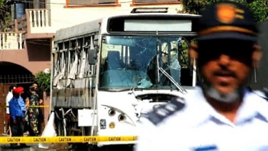17 жертви при три нападения срещу автобуси в Пакистан