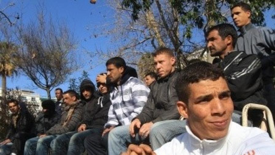 Пернишки полицаи откриха 20 нелегални имигранти