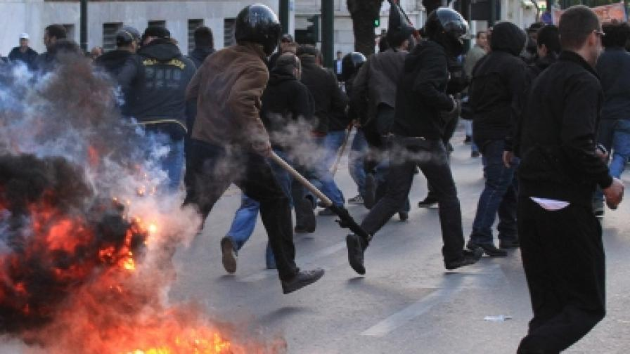 Пак кървави сблъсъци в Атина