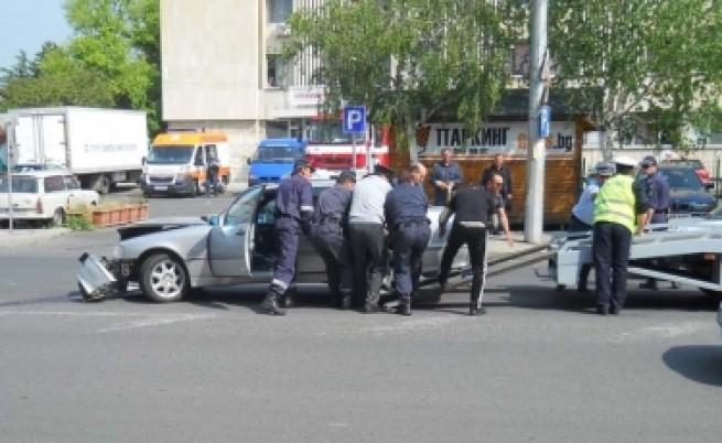 Катастрофа с кола от кортежа на Първанов