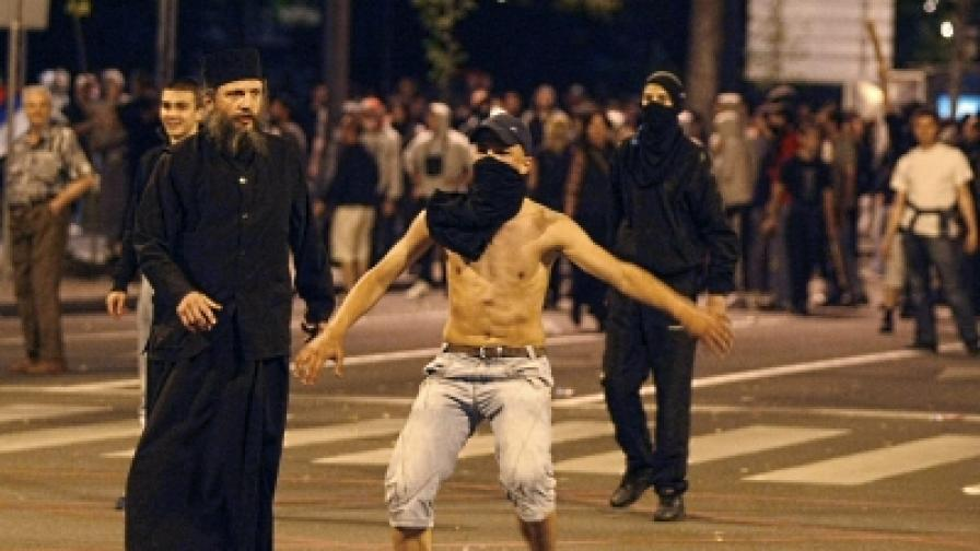 Нощни безредици в Белград в защита на Младич