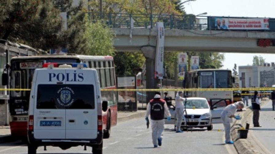 Десет души загинаха в катастрофа на автобус в Турция