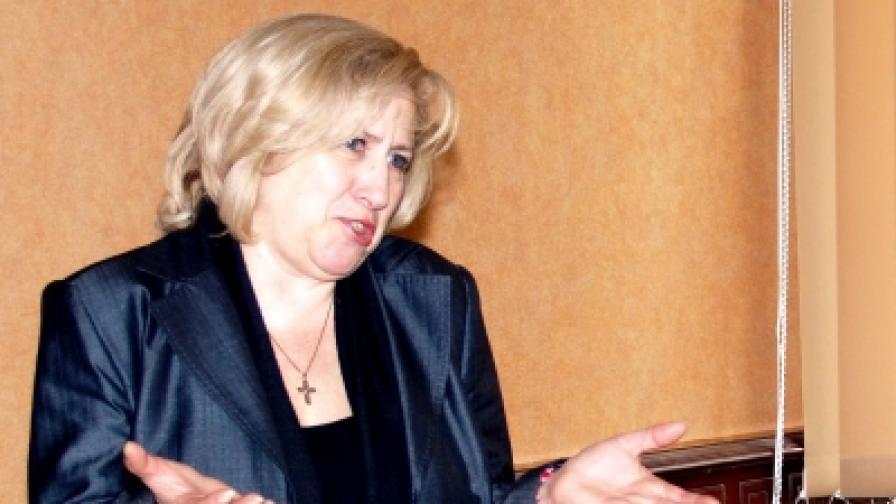 Съдийката от Варна Душана Здравкова, която е и бивш евродепутат от ГЕРБ, напусна ВСС и се присъедини към политическите амбиции на подсъдимия Алексей Петров