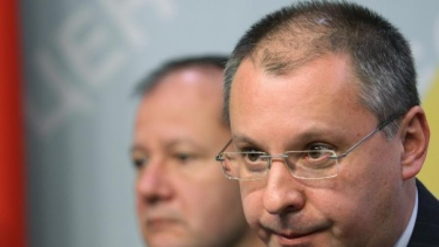 Станишев: Вотът на недоверие е лично срещу премиера