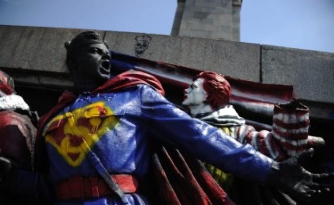 Руски медии: Паметникът е боядисан с