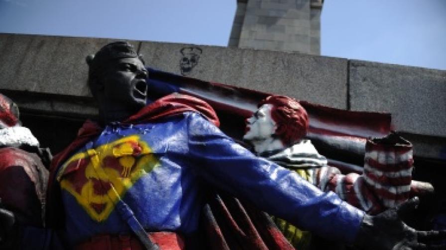 """Руски медии: Паметникът е боядисан с """"особен цинизъм"""""""