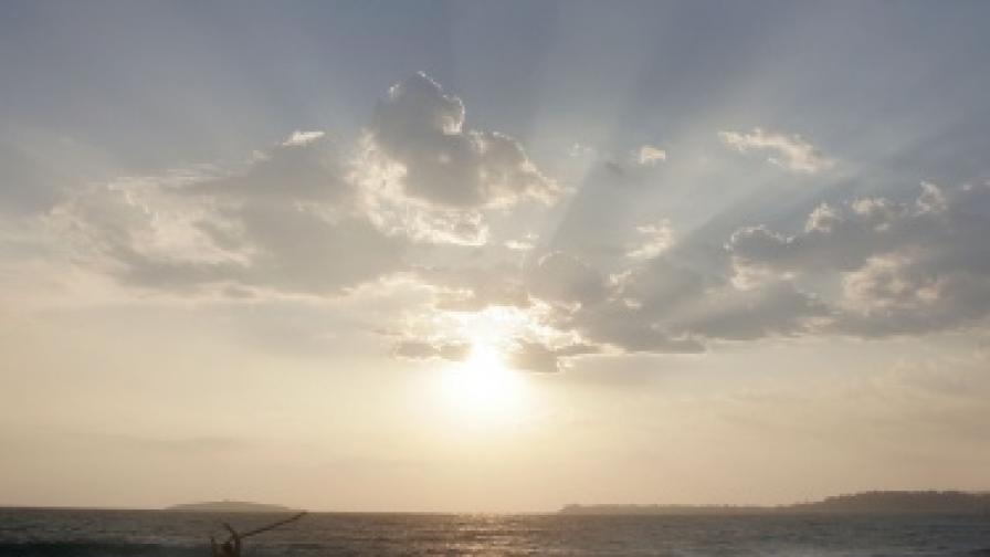 """Мръсните води на """"Златни пясъци"""" и Созопол все още се изливат в морето"""
