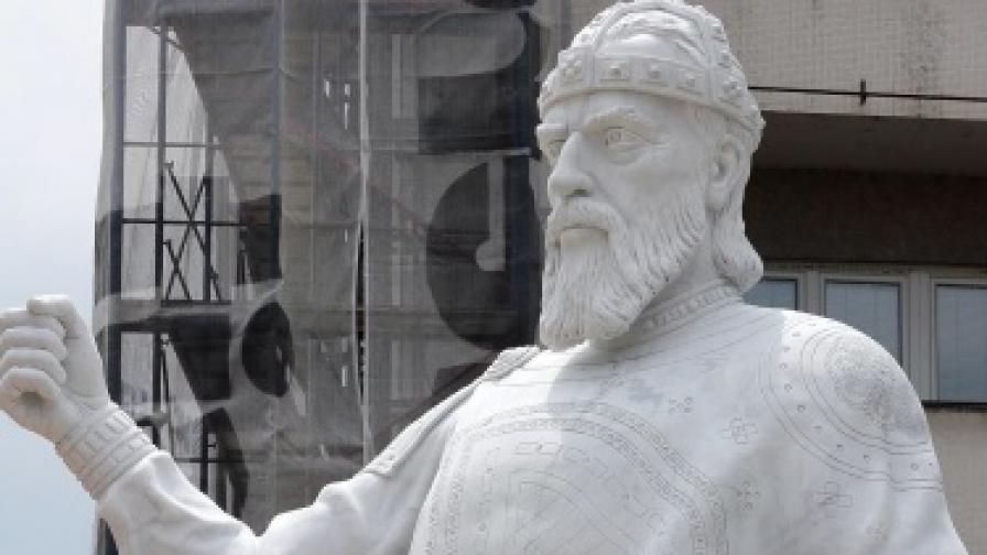 Паметникът на цар Самуил в Скопие