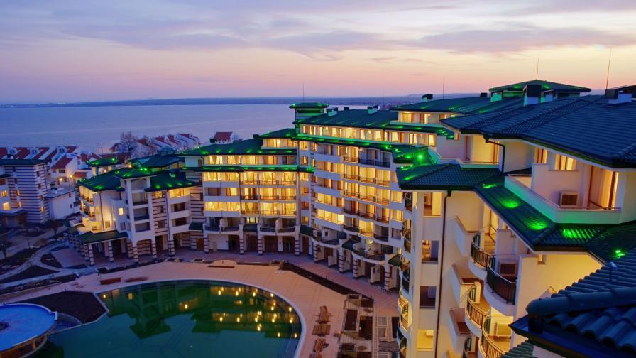 """Комплекс """"Емералд Резорт"""", на площ от 150 хил. кв.м, в който Киркоров е собственик на 12 апартамента"""
