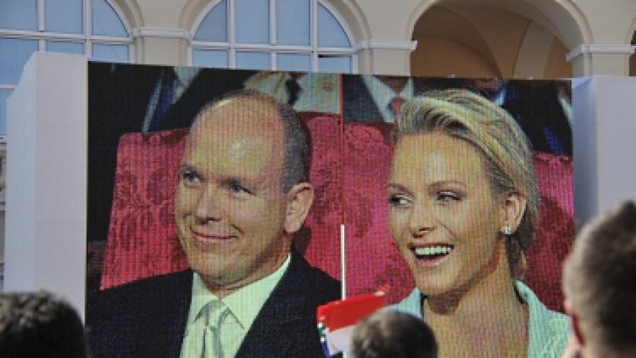 Сватбата бе предавана на гигантски екран, окачен пред двореца
