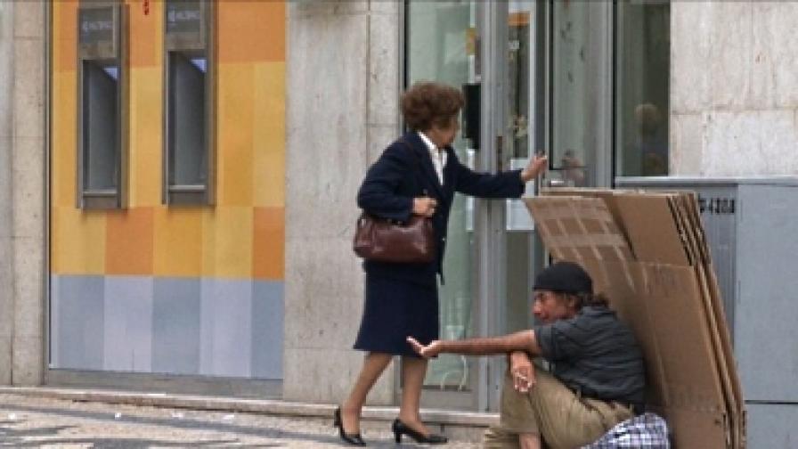 """""""Мудис"""" понижи рейтинга на португалския държавен дълг с четири степени"""
