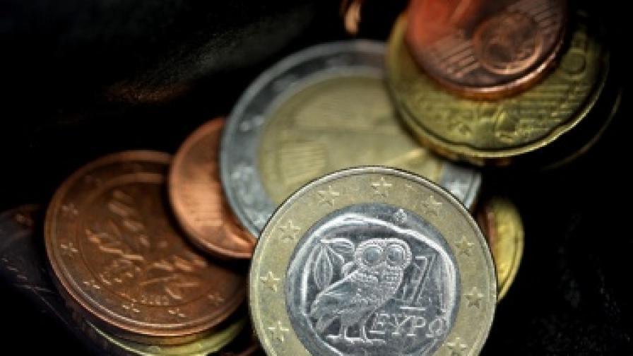 Еврозоната се бори да овладее кризата
