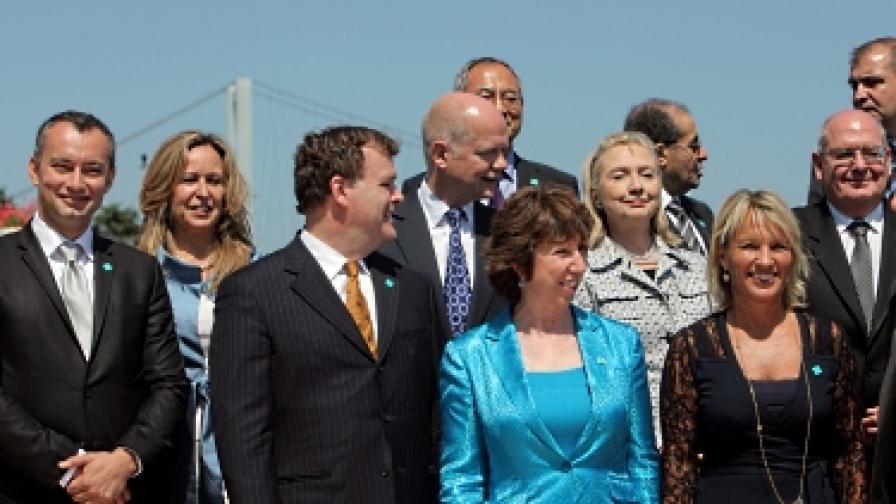 Част от участниците в Контактната група, сред които Николай Младенов, Хилари Клинтън и Катрин Аштън