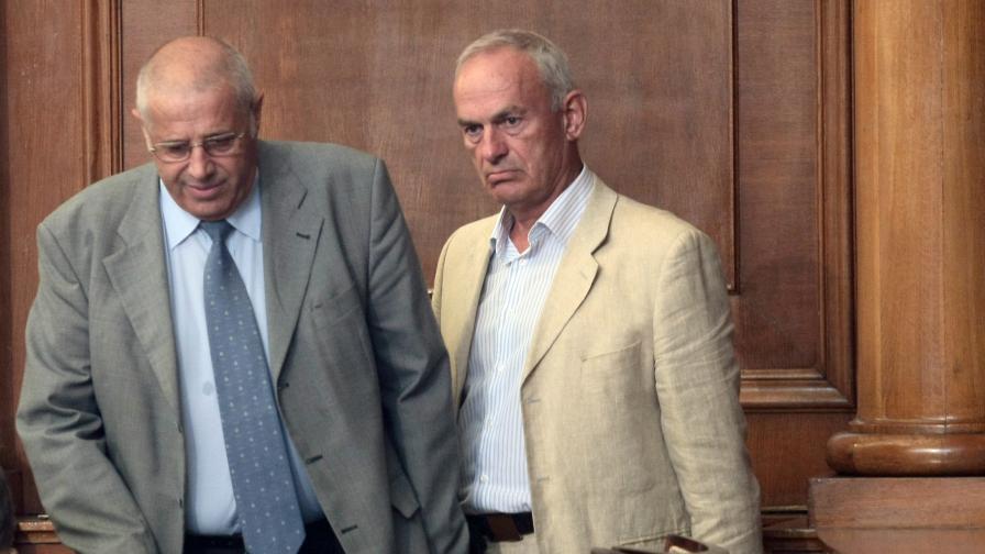 Кирил Гогев (л) и Нестор Несторов в пленарната зала на Народното събрание