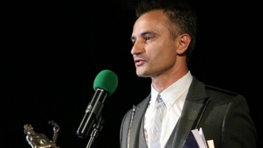 """Захари Карабашлиев получава наградата """"Аскеер"""" за драматургия за пиесата """"Неделя вечер"""" през 2009 г."""