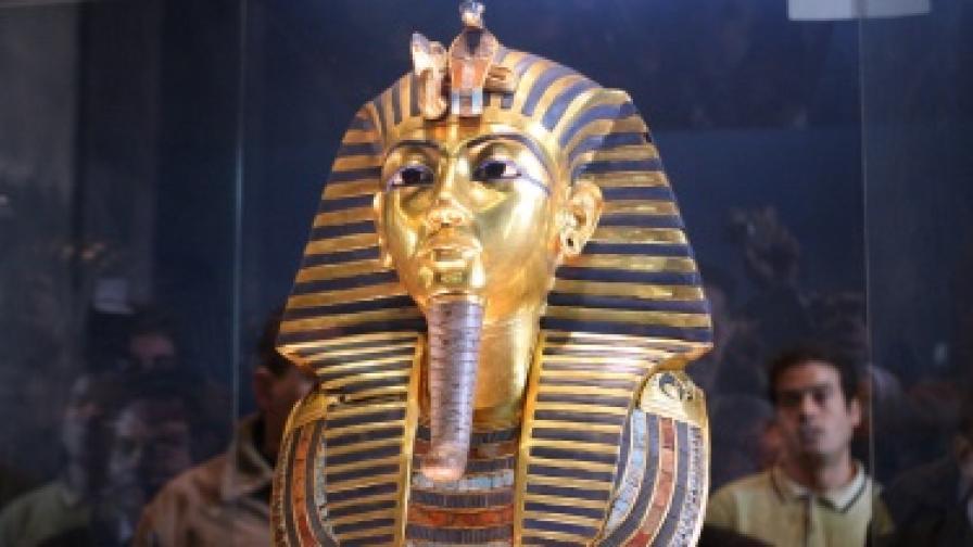 Маската на Тутанкамон отново е изложена в музея в Кайро