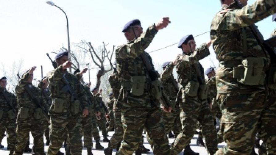 В Гърция обмислят по-дълга казарма