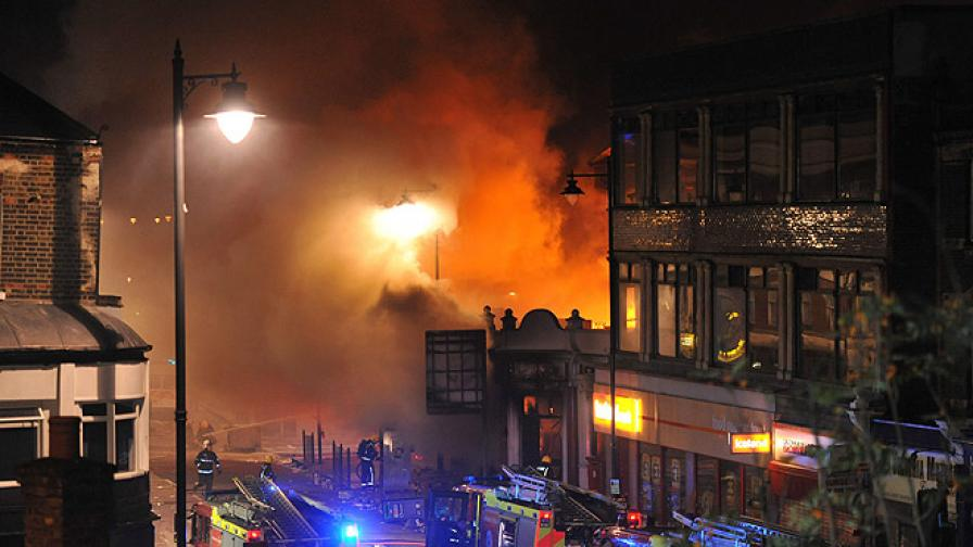 Защо избухнаха бунтовете в Лондон