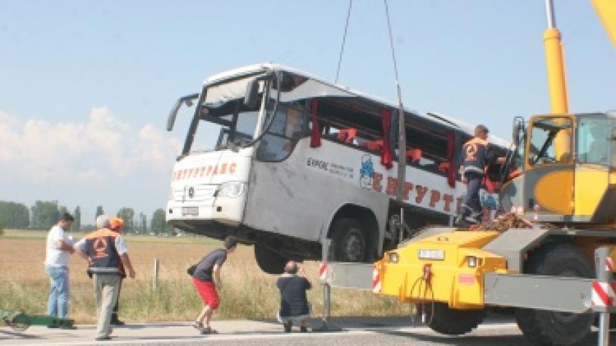 """Жертвите на катастрофата от магистрала """"Тракия"""" станаха девет"""