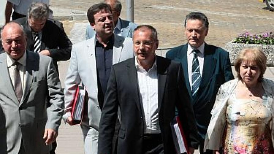 """Партиите от """"Коалиция за България"""" подписаха за подкрепа на Калфин"""