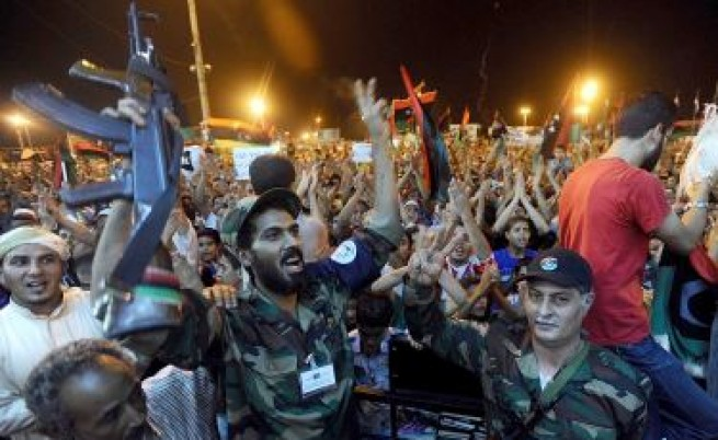 Либия: Режимът на Кадафи пада