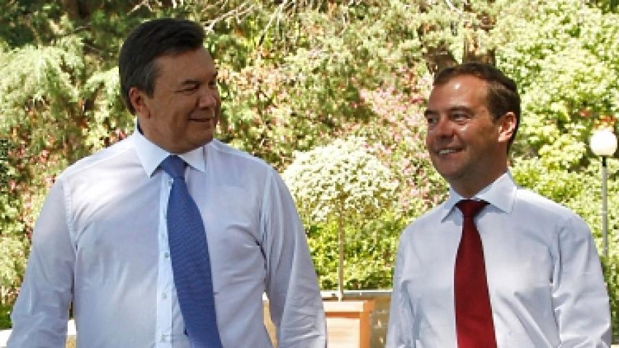 Янукович и руският му колега Дмитрий Медведев по-рано този месец