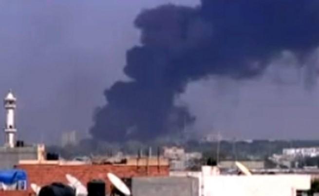 Бунтовниците превзеха резиденцията на Кадафи, него го няма