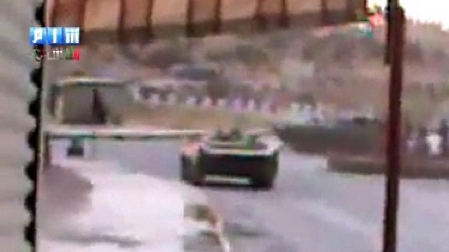 Режимът в Сирия хвърли танкове срещу протестиращите, но опозицията все още не е организирана